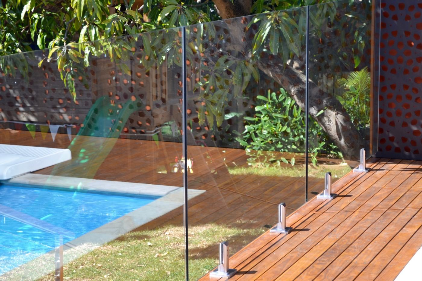 What Are Glass Pool Fencing Services?